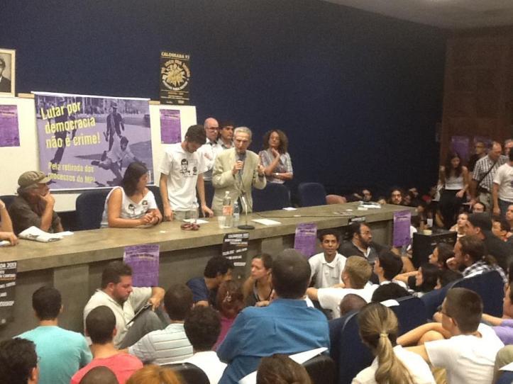 Liderança do Psol que apoiou Serra no 2º turno, falou no ato dos processados.