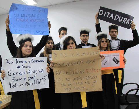 Protesto de estudantes da UFMT pela moradia estudantil!