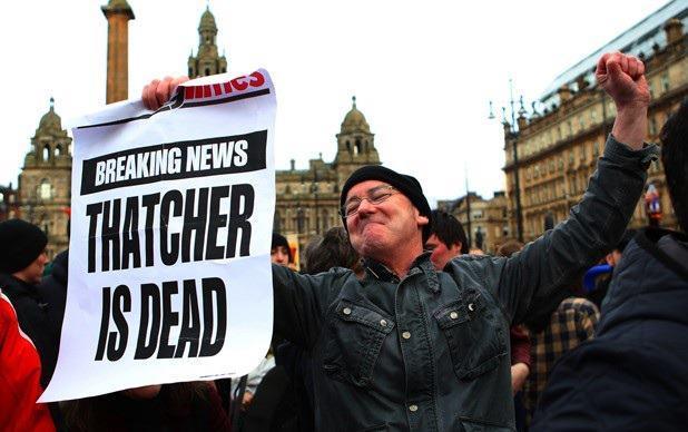 Comemoração da morte de Margareth Thatcher em Londres.