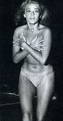 """Norma Bengell, no primeiro nu frontal feminino do cinema brasileiro em """"Os Cafajestes"""", em que contracenou com o notório cafajeste, Jece Valadão, de 1962.  Sua nudez, tal como a do protagonista de nossa história, causou escândalo... na sociedade da época."""