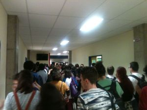 Estudantes fizeram arrastão no prédio da letras após a assembleia impedindo aulas e provas.