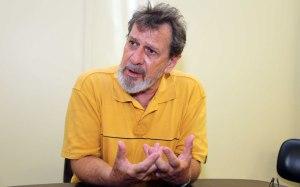 Para o professor Carlos Botazzo a imprensa é tão golpista quanto os parlamentares.