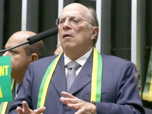 O golpista Miguel Reale Jr. em sessão do impeachment no Congresso.