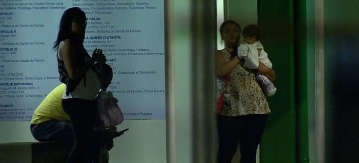 Pais que levaram os filhos fora do horário não foram atendidos.